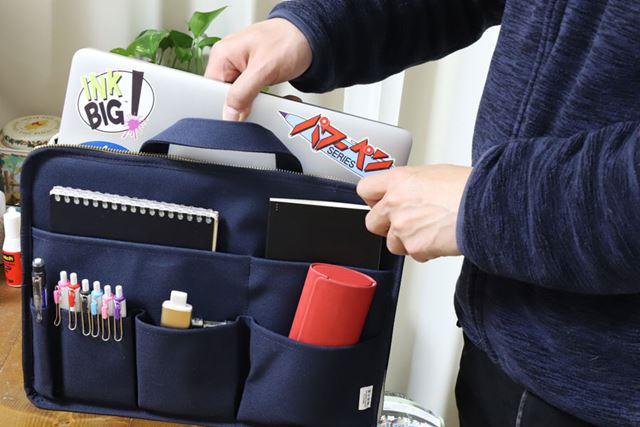本体を裏返して使えば、ポケットいっぱいのバッグインバッグに。これもまた便利