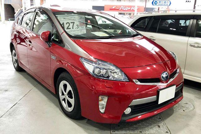 筆者が中古車で購入した、トヨタ「プリウスPHV」。購入したときの車両本体価格は、1,273,000円です