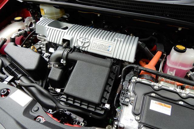 パワートレーン系の整備はもちろんですが、エンジンルームまでクリーニングされています
