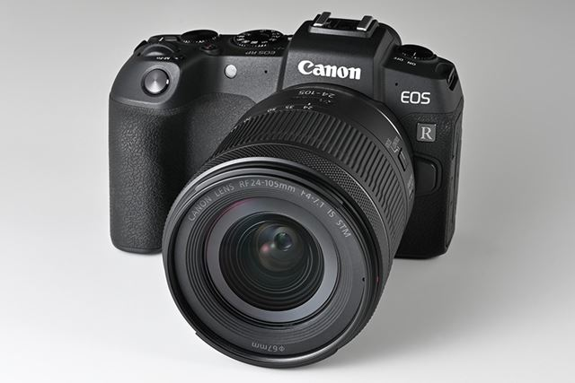 EOS RPにRF24-105mm F4-7.1 IS STMを装着したイメージ