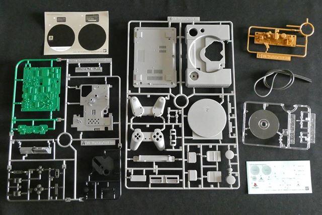 PlayStationのランナーです。ガワだけでなく、内部のパーツも付いていることがわかります