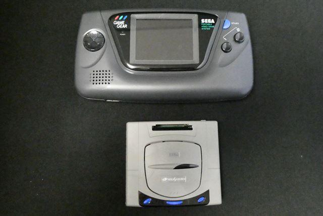 セガ・エンタープライゼス(後のセガ)初の携帯型ゲーム機、ゲームギア先輩とも並べてみました