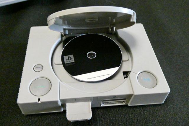 付属のCD-ROMはタイトル記載なし。どれか人気タイトルのシールがあればよかったのですが