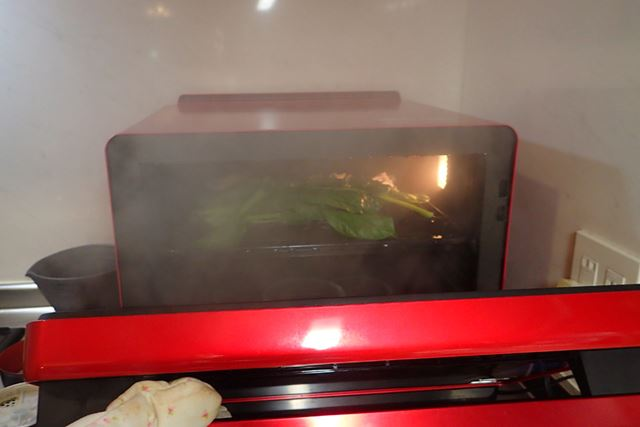 10分強で調理終了。ドアを開けると、大量の水蒸気が出てびっくり!