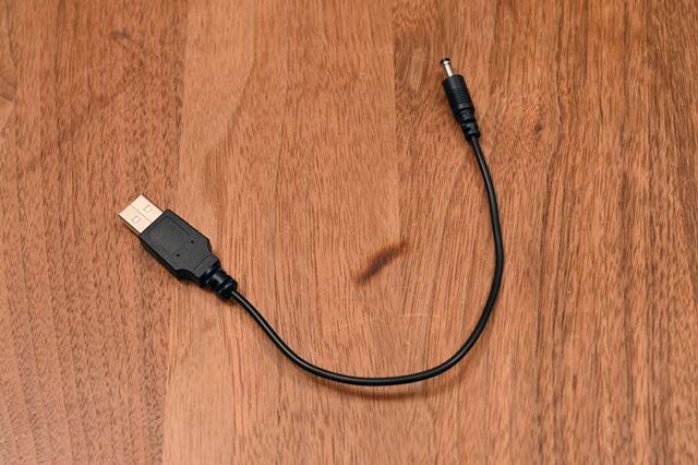 ACアダプターのほかにもうひとつ付属しているUSB接続ケーブルがこちら