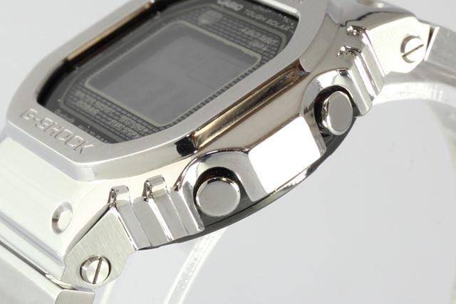 ケースサイドの凹凸も樹脂モデルと同様のデザイン