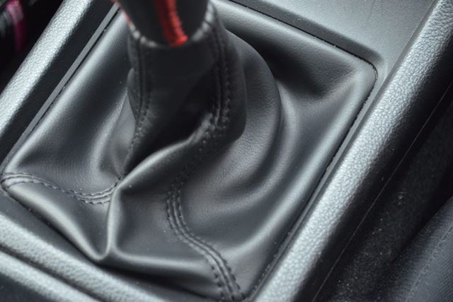 液状の個体?を転がすだけでいいので、掃除しにくいブーツ部分もキレイになりました