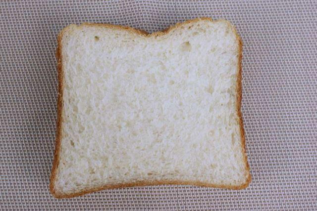 角食パンはどこを切っても穴はなく、お店で売っている食パンと変わらない見た目!