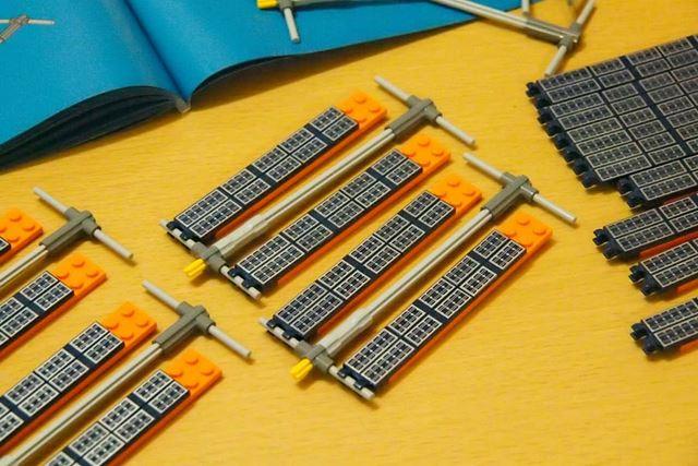 ステップ6では同じソーラーパネルを8つ作ります。こちらも別々ではなく8組を同時に組み上げました