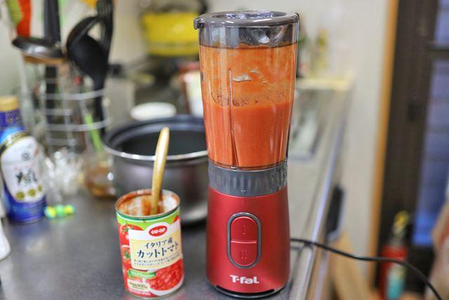 カットトマトの缶詰をミキサーにかければ、面倒な裏ごしは必要ありません