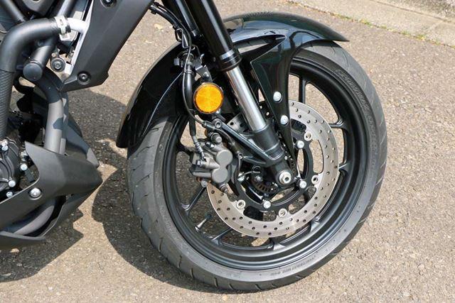 ブレーキがシングルディスクという点は変わらないが、ABSが標準装備に