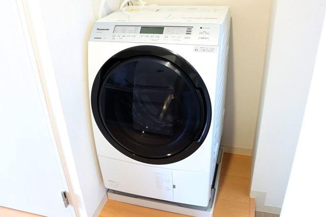 使用歴5か月の、ドラム式洗濯乾燥機「NA-VX800A」(パナソニック)。日頃の感謝の気持ちを込めて掃除します