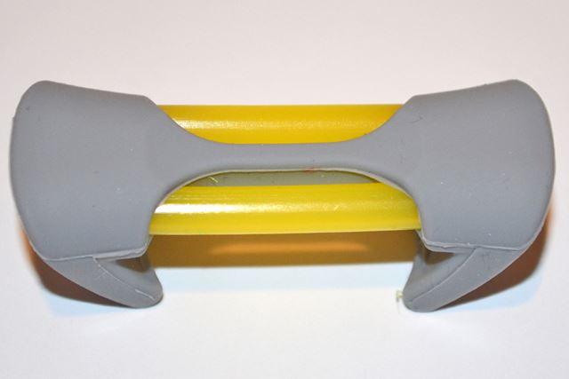 黄色のパイプ内に注入された特殊成分が効果を発揮。イメージキャラの蜂(Bee)っぽい色合いです