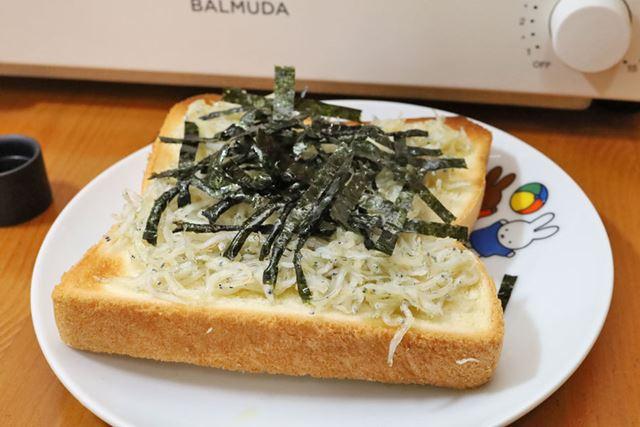 しらすと海苔、ダブルの磯の香りがたまりません。家にいながら鎌倉の海を感じられるサイコーのひと品です!