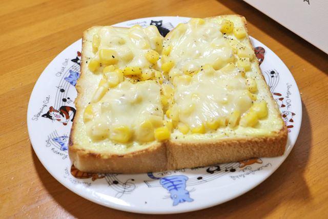 マヨコーンパンにチーズを乗せるという夢がかないました。なんておいしいんでしょう