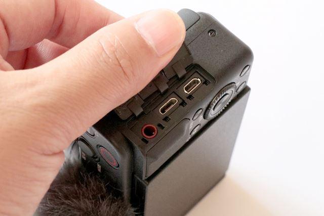 外部インターフェイスは、外部マイク端子、HDMIマイクロ端子、マルチ/マイクロUSB端子を搭載