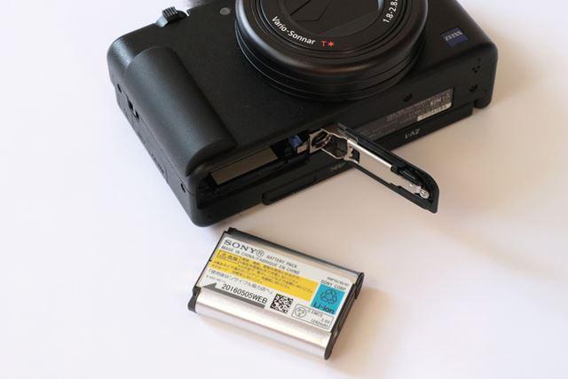 バッテリーはRX100 VIIと同じ「NP-BX1」