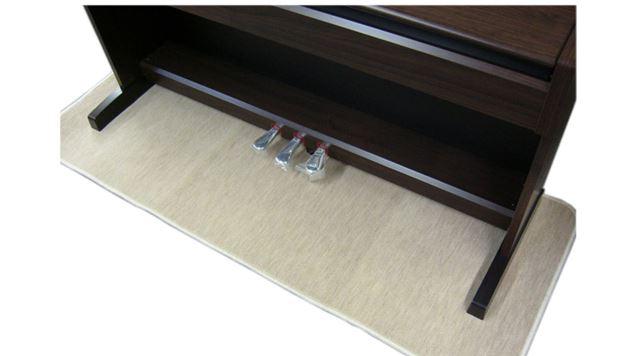 ヘッドホンが使える電子ピアノでも、振動対策のために防振・防音マットを敷くなどの配慮があるとより安心