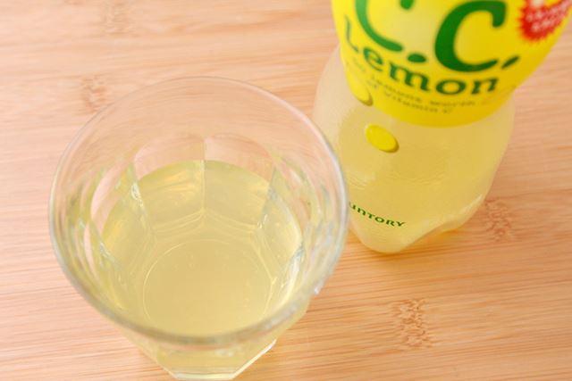 微炭酸のため気泡もうっすら。ほんのり黄色がかっています