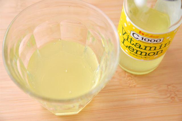 「C.C.レモン」に似て、ほんのり黄色くなっています