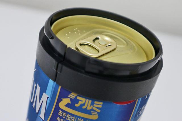 まずはホルダーを缶にセットし、
