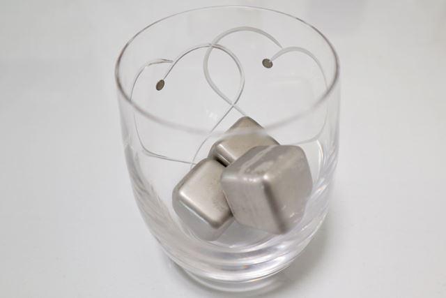 グラスに3個入れ……