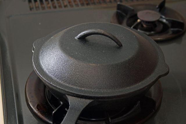 フタをして約4分、中火で蒸し焼きに
