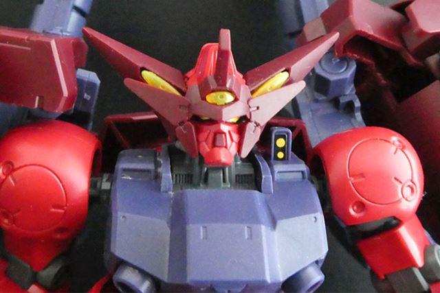 「GP-02A」に「マスターガンダム」のような大きなツノが付いている頭部