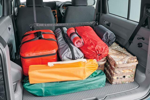 ラゲッジルームは、リアシートを倒すとフラットになるので、たくさんの荷物も積みやすい
