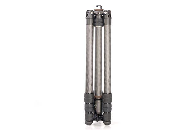 縮長は4段タイプとしては標準的な44.5cm。脚径は最大25mm、最小16mm