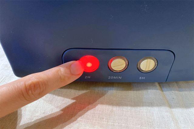 ボタンを押すと赤く光り、「ピッ」と音が鳴ります