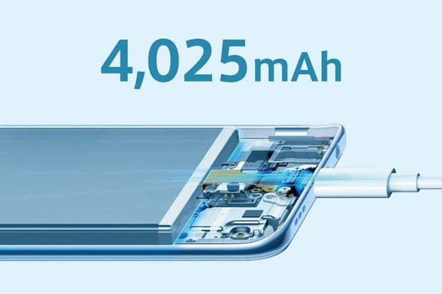 4,025mAhの大容量バッテリーを内蔵。同梱のACアダプターを使えば約120分でフル充電が可能だ