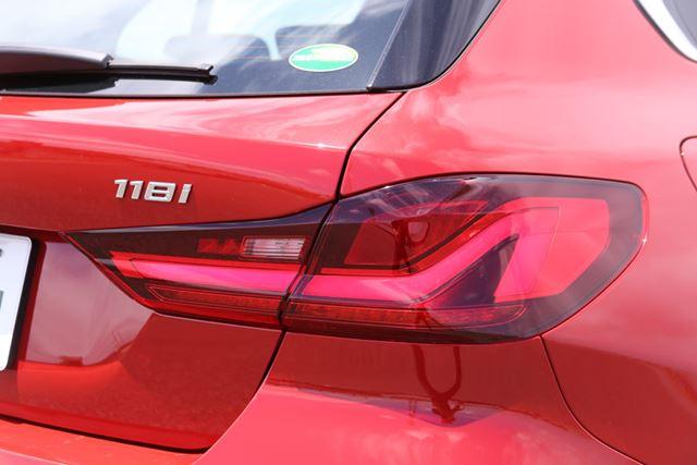 新型「1シリーズ」のキドニーグリルやL字テールランプなどを見ると、最新のBMW車であることを感じさせる