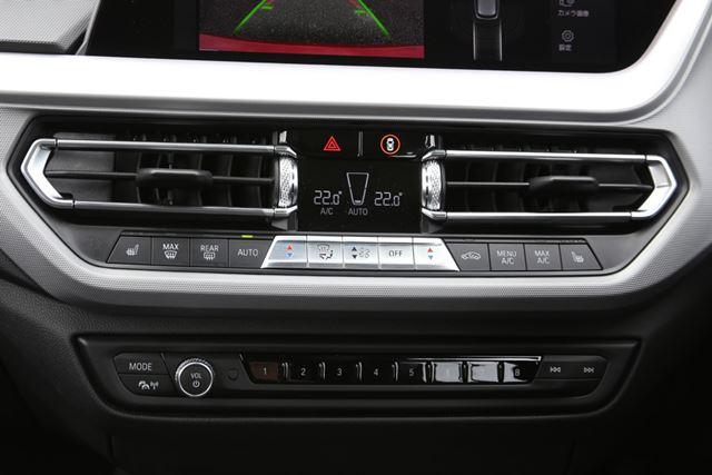 BMW 新型「1シリーズ」のインパネとエアコンなどの操作スイッチ