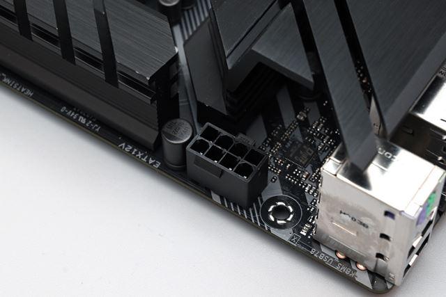 マザーボードのCPU電源供給用コネクターは8ピンタイプだ
