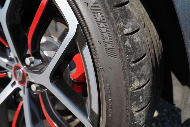 試乗車に装着されていたタイヤはブリヂストンのPOTENZA S001。サイズは245/35R19