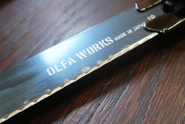 アウトドア用ではないオルファのナイフであれば、布で拭いてもこれほどサビが取れることはない