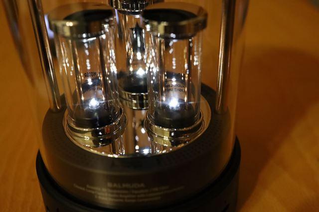 チューブ内の下部LEDは低音に反応して光る