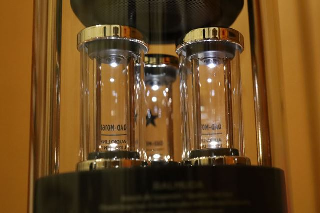同上部LEDは高音に反応して光る