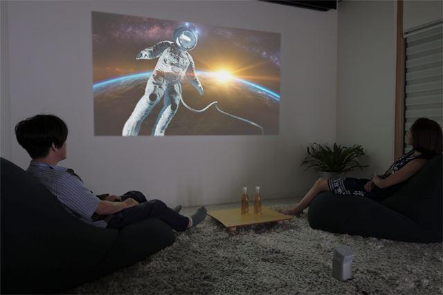 スクリーンなしで、簡単&お手軽におうちシアターを楽しむコツとは?(※画像はイメージです)