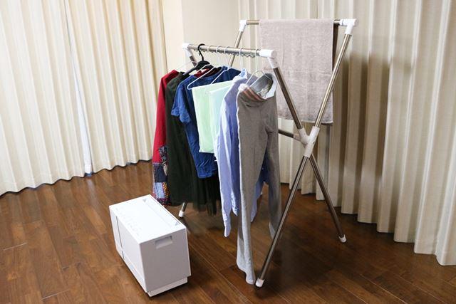 洗濯物から吹出口から30cm以上離れるように設置するのが推奨されています