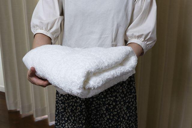 乾かすのはバスタオル1枚。サイズは70(幅)×140(長さ)cmで、綿100%のかなり厚手のタイプです