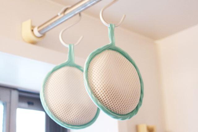 乾燥機にかけない場合は、使用後に洗濯物と一緒に干して乾かします