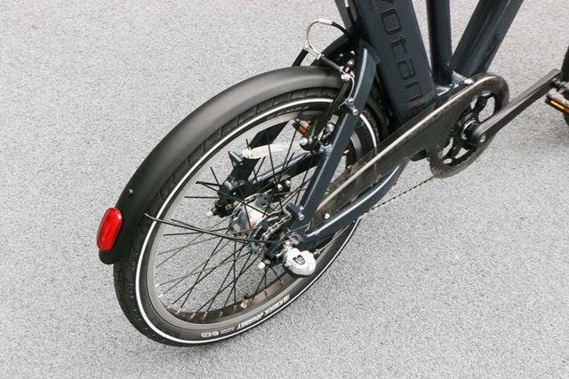 雨が降る中や雨上がりに自転車に乗るならフェンダーはあるほうがいい