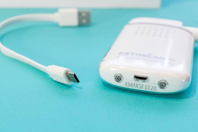 充電は付属のmicro USBケーブルで行う。充電時間は約30分。フル充電で約50回使用できる