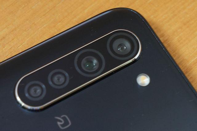 メインカメラは4眼に強化された。超広角と標準(広角)を切り替えて撮影できる