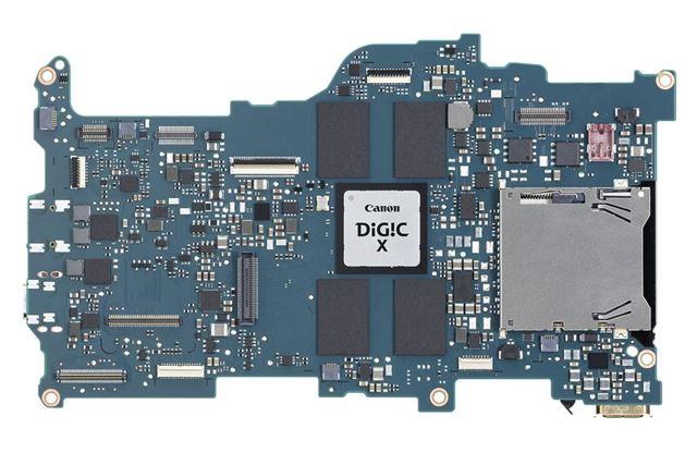 EOS R5と同様、最新の映像エンジンDIGIC Xを搭載している