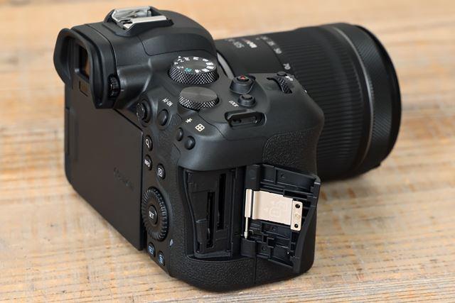 SDメモリーカードのデュアルスロットを搭載