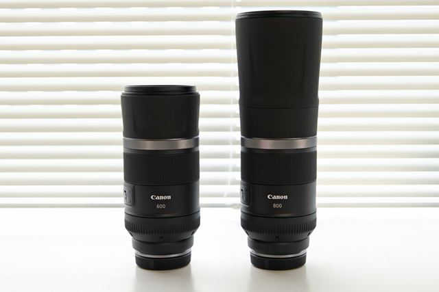 左がRF600mm F11 IS STM、右がRF800mm F11 IS STM