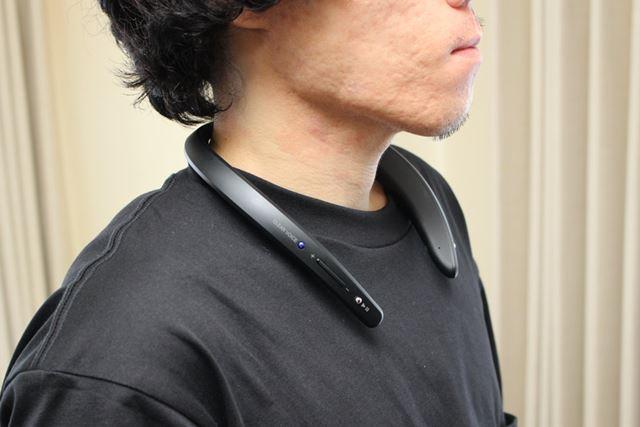 ウェアラブルネックスピーカーは、テレビの音声を自分の首元で鳴らすことができます